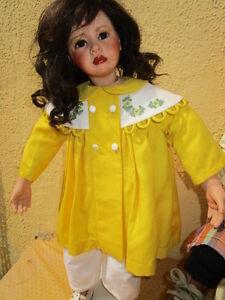 Kuenstlerpuppe-Heidi-Plusczok-Puppe-Kleidung-Handarbeit-Porzellanpuppe-61-cm