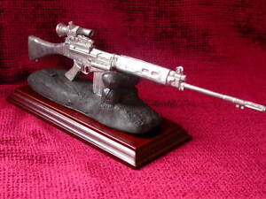 L1A1-SLR-with-SUIT-Sight-Presentation-Deskpiece