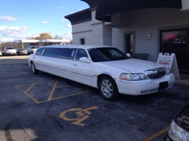 Lincoln Town Car Stretch Limo