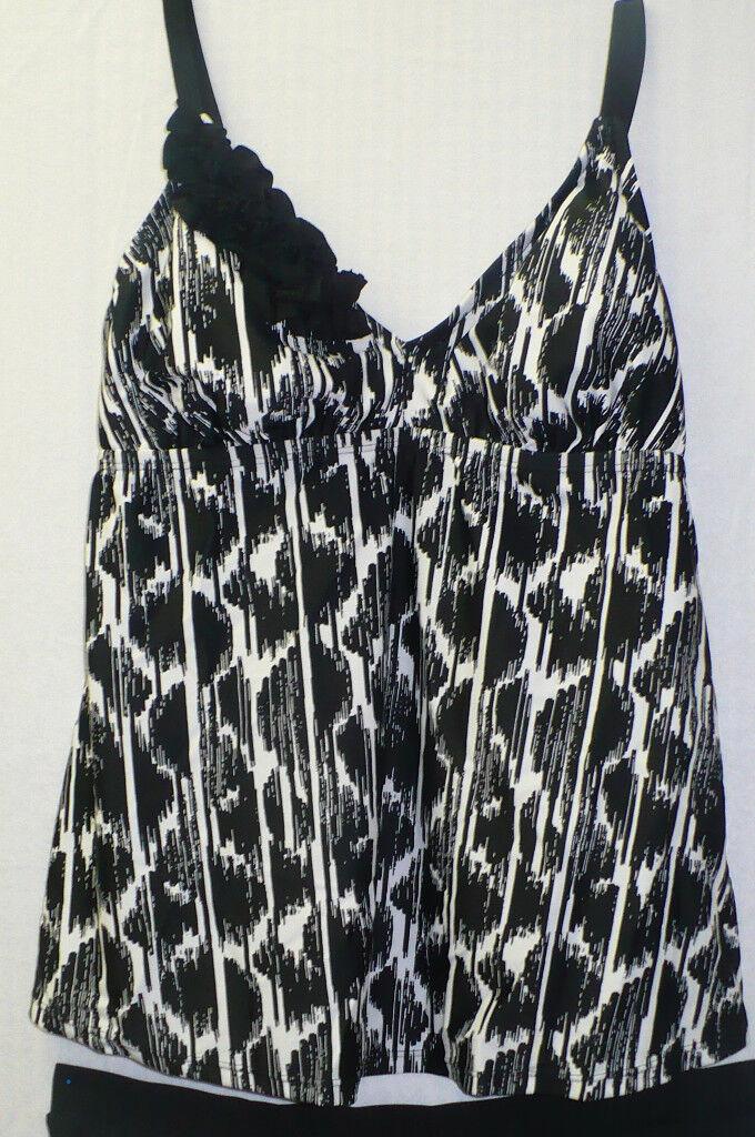 7e30025e910da Liz Lange Maternity Target Swimsuit Black Print Flower Detail NWTS ...
