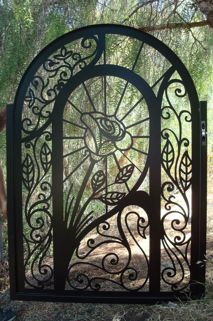 METAL GATE CUSTOM FACTORY DIRECT ON SALE DISCOUNT IRON GARDEN ART