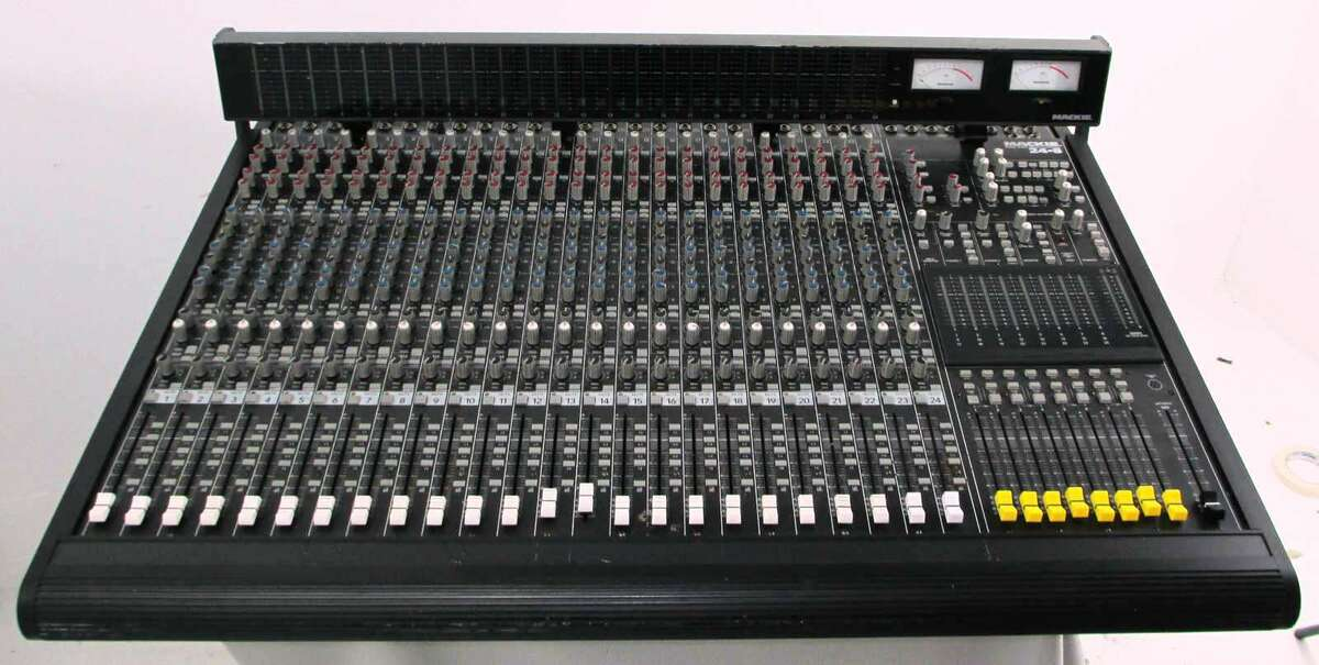 mackie 24 8 24 channel 8 bus analog audio mixer mixing console meter on popscreen. Black Bedroom Furniture Sets. Home Design Ideas