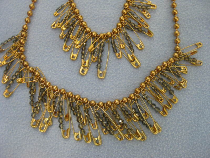 Marc Jacobs gold tone safety pin Necklace chain rare