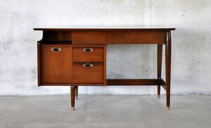 Danish Modern Furniture on Century Danish Modern Mainline Walnut Vintage Desk By Hooker Furniture