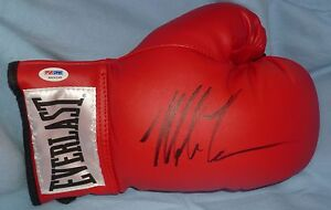 Mike-Tyson-Signed-Autod-Everlast-Leather-Boxing-Glove-PSA-DNA-COA-Autograph-Red