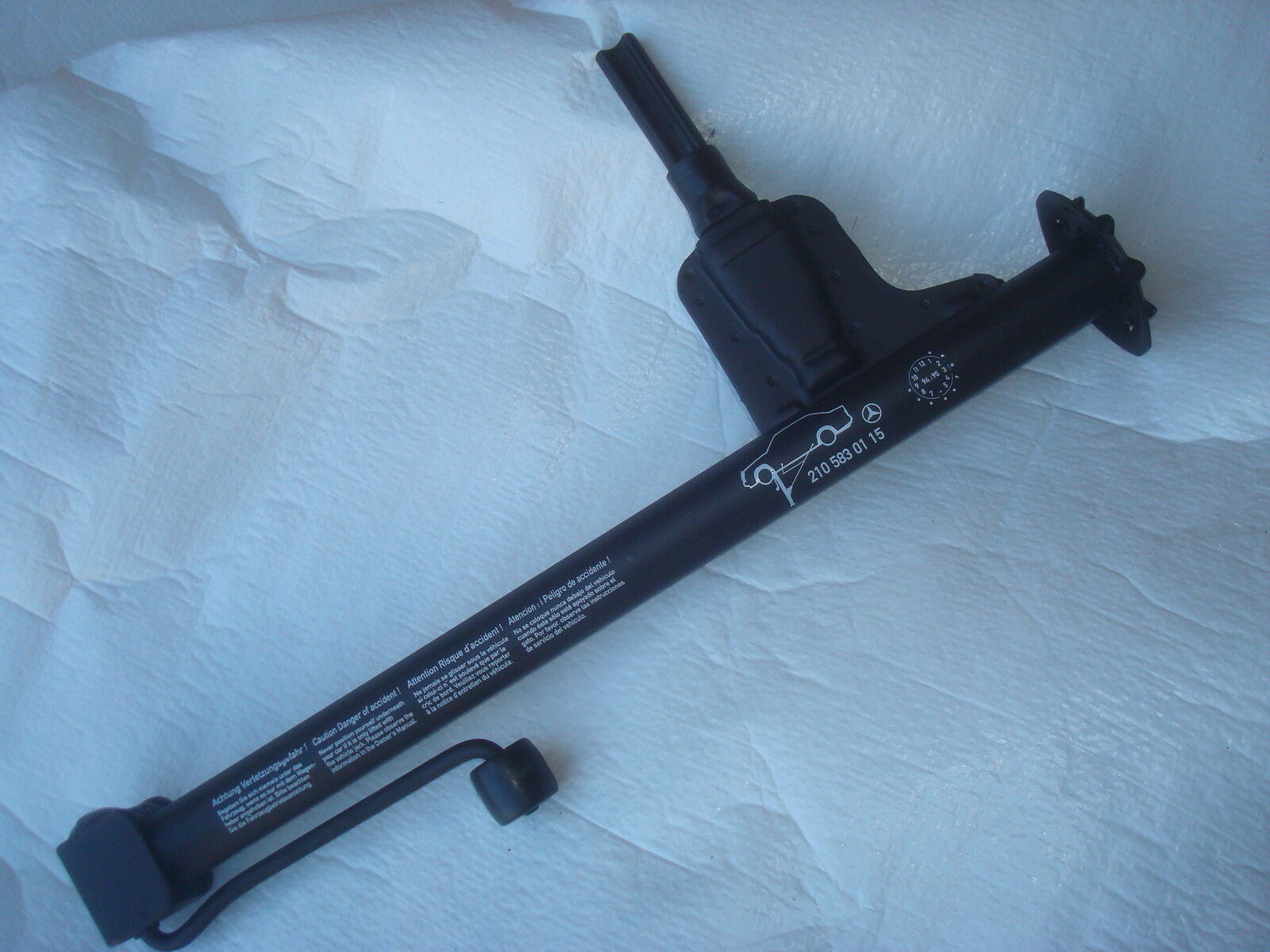 New mercedes w210 e class emergency spare tire car jack for Mercedes benz tire jack