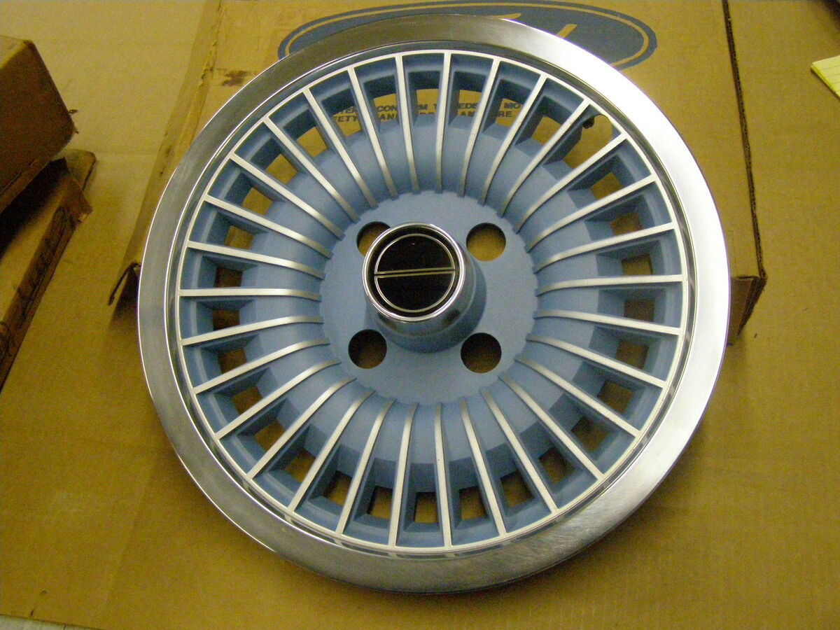 1978 1979 1980 Ford Fairmont Mustang Wheel Cover Hub Cap Blue Inserts 1981
