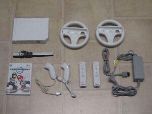 Nintendo-Wii-Konsole-weiss-Mario-Kart-2x-Remote-Nunchuk-2-Lenkraeder