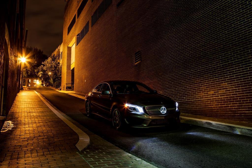 Cla illuminated grill mercedes cla forum for Mercedes benz illuminated star
