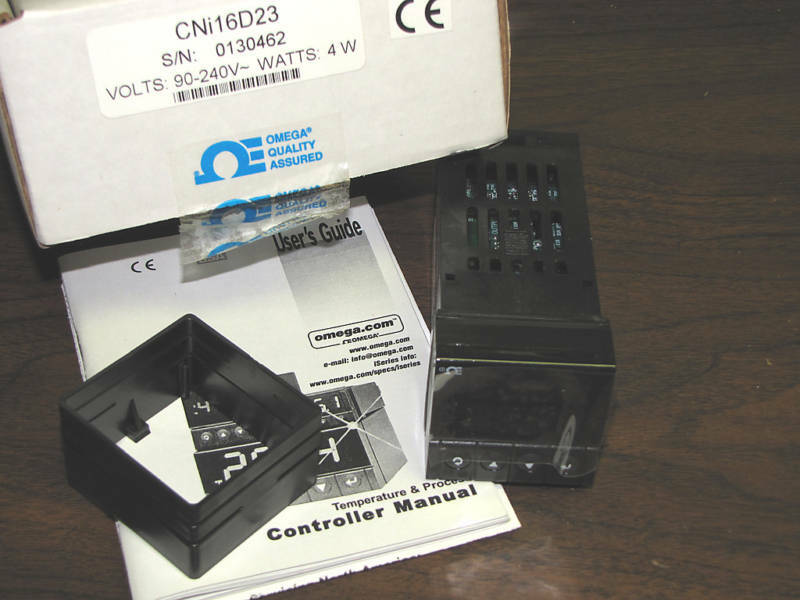 Omega DIN Programmable Temperature Controller CNi16D23 on
