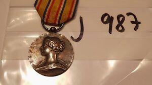 Orden-Frankreich-Feuerwehr-Verdienstmedaille-silbern-ohne-Helm-j987