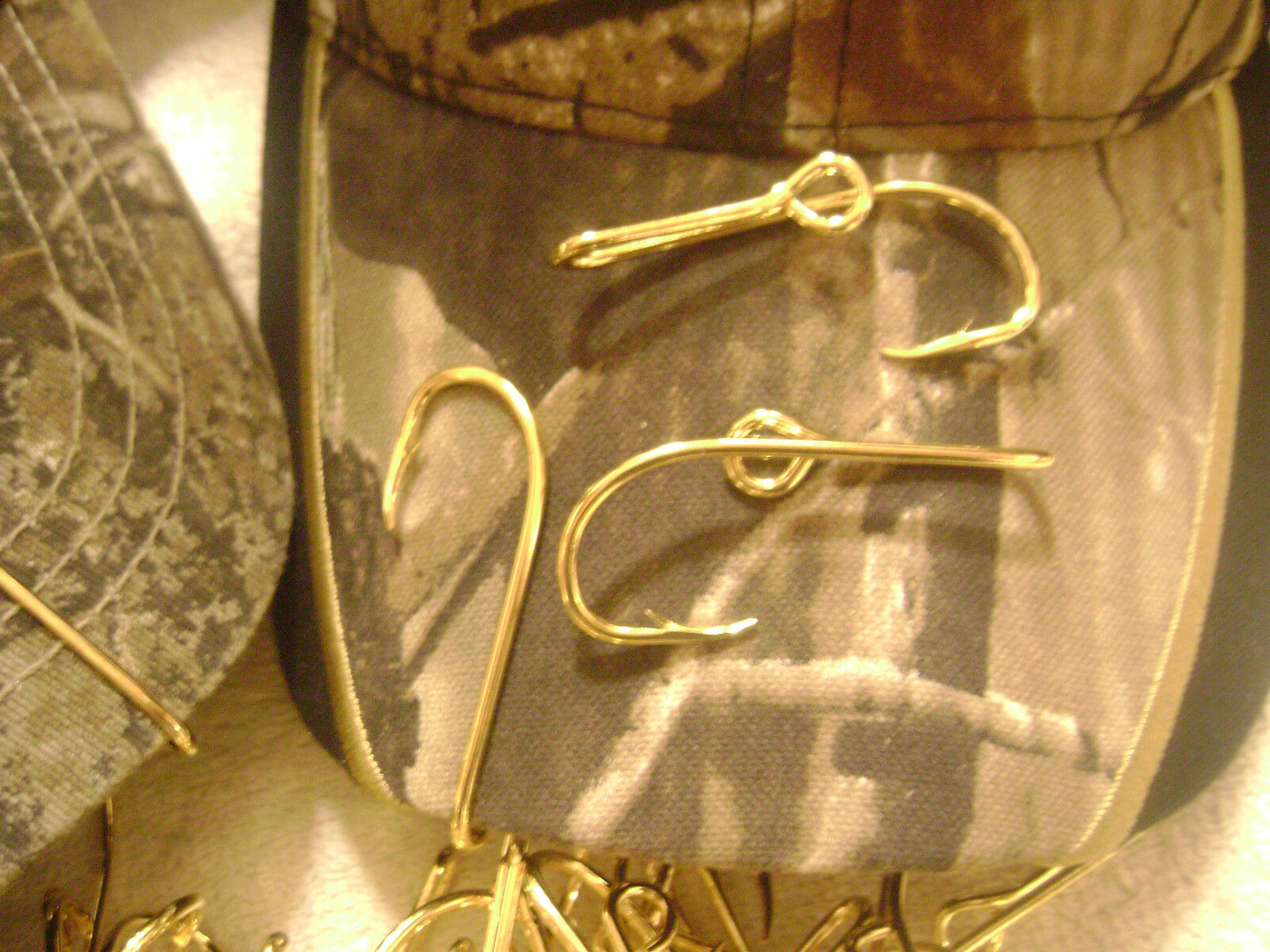 The original eagle claw gold plate fish hook hat pin new for Fish hook on hat
