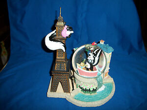 PEPE-LE-PEW-Snowglobe-Le-Flower-Ze-Tower-LAmore-Snow-Water-Globe-LOONEY-TUNES