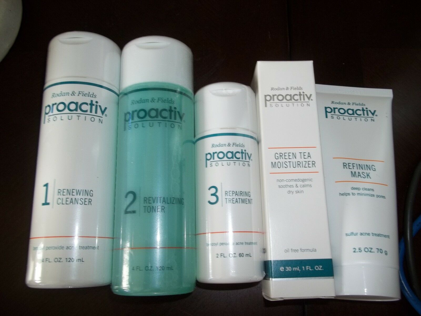 Proactiv acne solution works in a very unique way. It utilizes a number of chemical substances and herbal extracts which work together in the fight against acne. Proactiv have several lines of products which cater for different skin types, level of acne infection and also personal preferences.