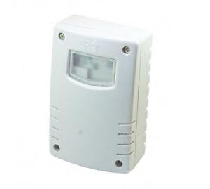 photocell timer light switch or daylight dusk till dawn. Black Bedroom Furniture Sets. Home Design Ideas