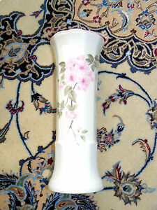 Porzellan-Vase-Kirschbluetenmotiv-sehr-guter-Zustand