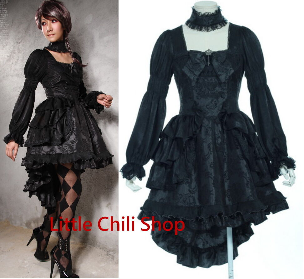Готическое платье со шлейфом
