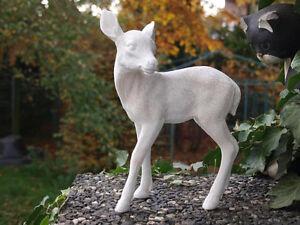 Reh-Rehkitz-Bambi-lebensecht-Figur-Deko-Tiere-Winterdeko-Skulptur-Waldtiere-NEU
