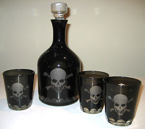 SKULL-and-CROSSBONES-Halloween-DECANTER-with-3-glass-TUMBLERS