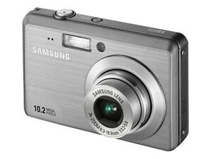 Samsung ES55 10.2 MP Digital Camera - Si...