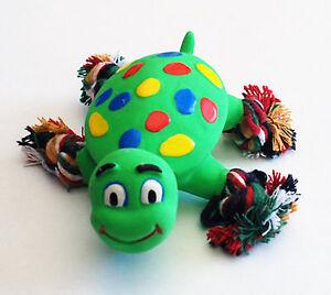 Schildkroete-12-cm-Latex-mit-Seil-Fuessen-Spielzeug-gruen-Quietscher-Hundespielzeug