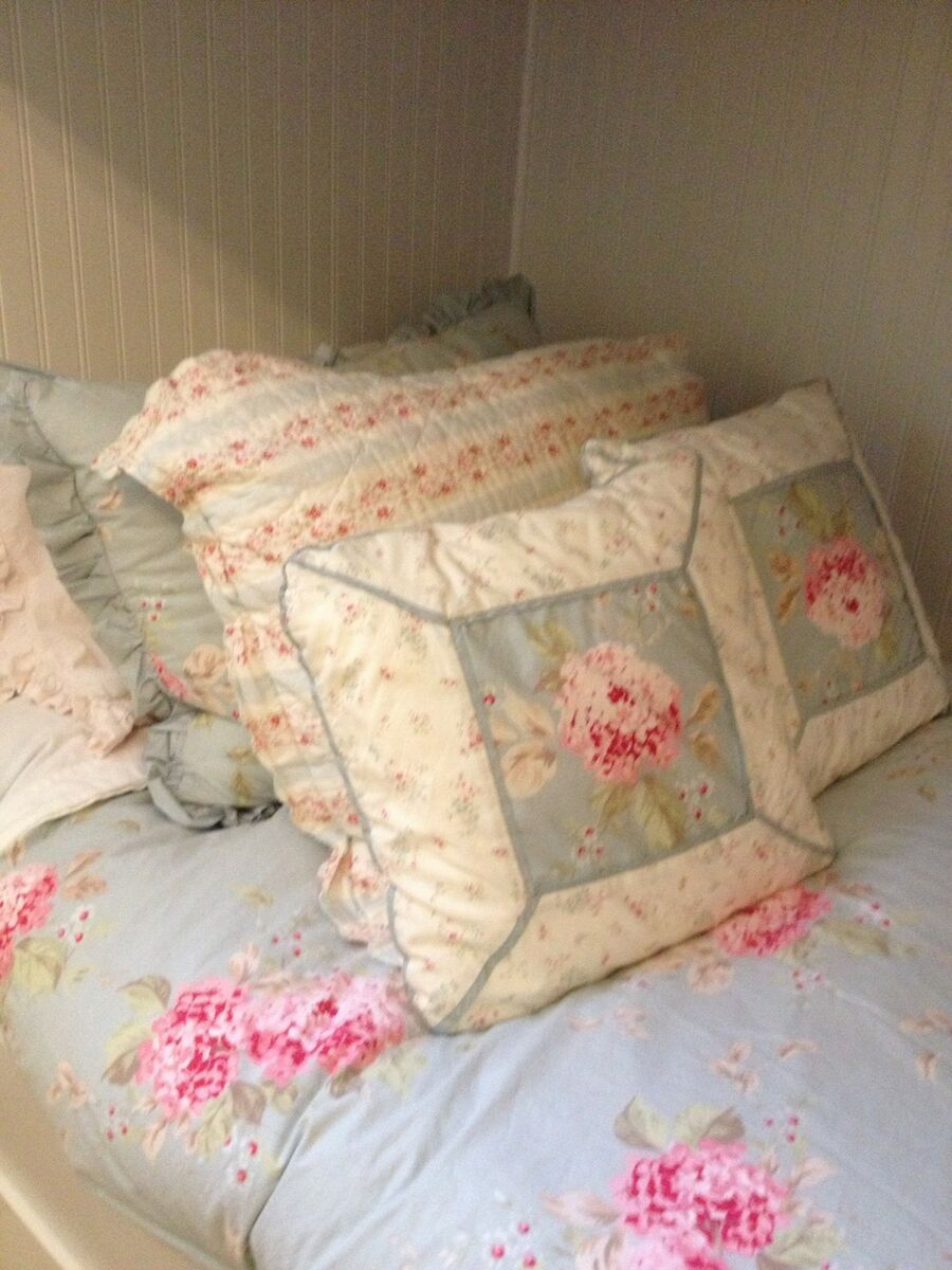 Simply Shabby Chic Hydrangea Duvet Cover Shams Quilt and Throw Pillows