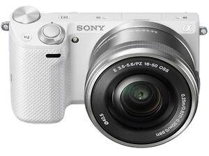 Sony-alpha-NEX-5T-16-1-MP-Digitalkamera-Silber-Kit-mit-E-PZ-16-50mm