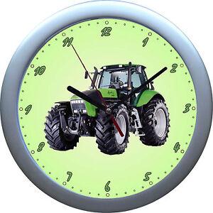 gr ne kinderwanduhr wanduhr traktor trecker hochwertiges geh use ebay. Black Bedroom Furniture Sets. Home Design Ideas