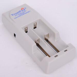 Trustfire-TR-001-Ladegeraet-Battery-Charger-fuer-2x-18650-und-3-7-V-Li-Ionen-Akku