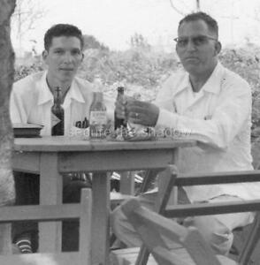 VINTAGE PHOTO: TWO MEN DRINKING BEER, VERACRUZ, MEXICO, NOVEMBER 1955 ID'