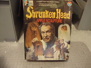 Vintage-1975-VINCENT-PRICE-Shrunken-Head-Apple-Sculpture-halloween-70s-toy-BOX