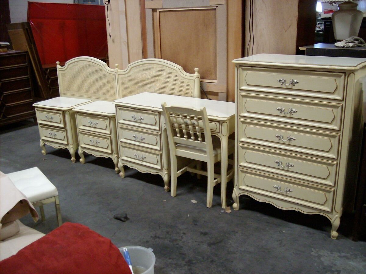 vintage henry link french provincial bedroom furniture french painted on popscreen. Black Bedroom Furniture Sets. Home Design Ideas