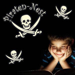 Wandtattoo pirat totenkopf leuchten fluoreszierend piraten for Piraten wandtattoo kinderzimmer