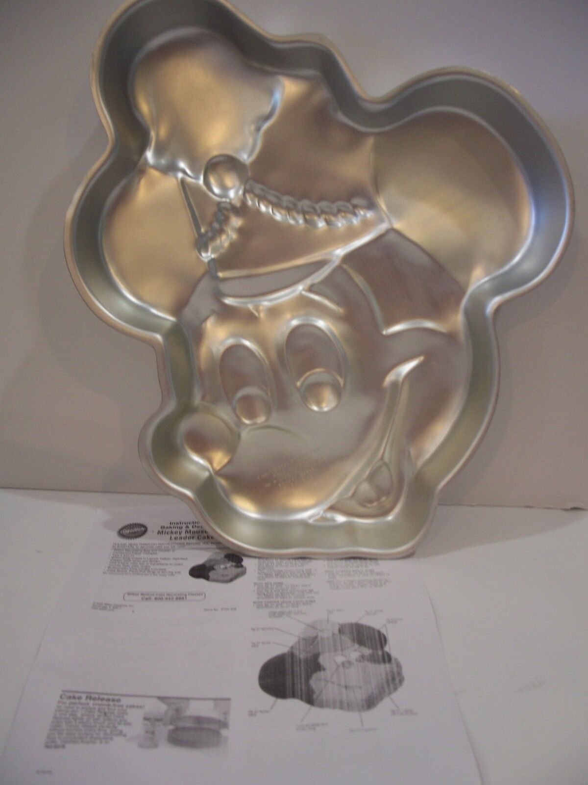 Wilton Mickey Mouse Cake Pan Disney Band Leader Face Instructions 515