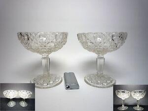 Zwei-Fussschalen-aus-Pressglas
