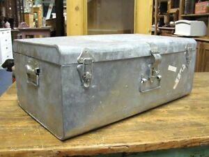 alter koffer vintage deko kiste truhe metallkoffer. Black Bedroom Furniture Sets. Home Design Ideas