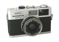Analoge Olympus Kameras mit Aufnahmemodi und manuellem Fokus