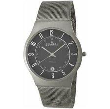 Schwarze analoge Armbanduhren aus Titan