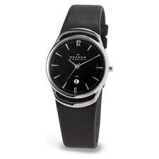 Skagen Armbanduhren mit Datumsanzeige und 30 m (3 ATM) Wasserbeständigkeit