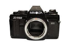 Analoge Minolta Kameras mit Aufnahmemodi und manuellem Fokus