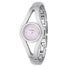 Elegante polierte Armbanduhren mit Edelstahl-Gehäuse und großen Ziffern