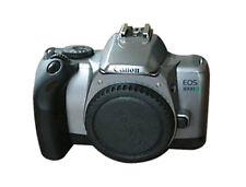 Analoge Spiegelreflexkameras mit eingebautem Blitz und Autofokus