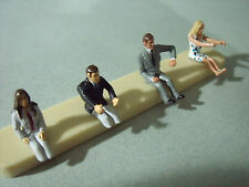 4  FIGURINES 1/43  SET 5  CONDUCTEURS  CAR  DRIVERS  VROOM  UNPAINTED  KIT
