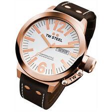 Runde TW Steel Armbanduhren mit 12-Stunden-Zifferblatt