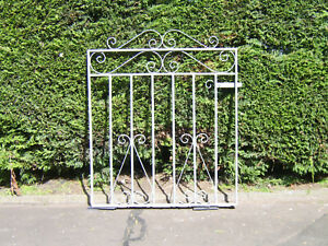 Single iron gate 3 ft tall to fit a opening of 3 ft 3 ins fully galvanized L/H