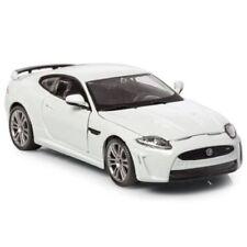 Articoli di modellismo statico bianchi in plastica per Jaguar