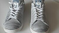 Adidas Stan Smith  Men shoes Size US  9 white and blue  color in great  conditio