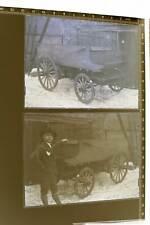zwei tolle Glasnegative - Junger Mann präsentiert seinen Pferdewagen