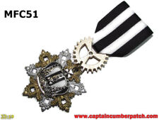 Steampunk badge brooch pin drape Medal white black striped silver crown #MFC51