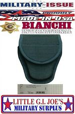 NEW Bianchi 18190 7300 Series AccuMold Covered Handcuff Case Hidden Snap Closure